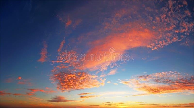 Dramatisk himmel arkivbilder