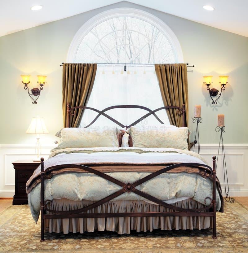 dramatisk interior för sovrum arkivbild