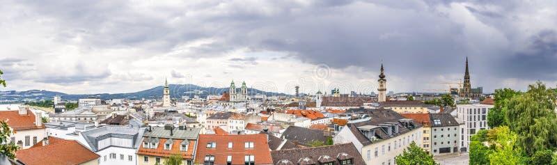 Dramatisk Linz panorama royaltyfri bild