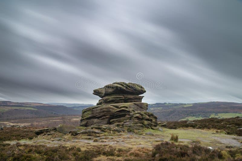 Dramatisk lynnig vinterlandskapbild av det maximala omr?det i England under mjukt eftermiddagljus arkivbilder