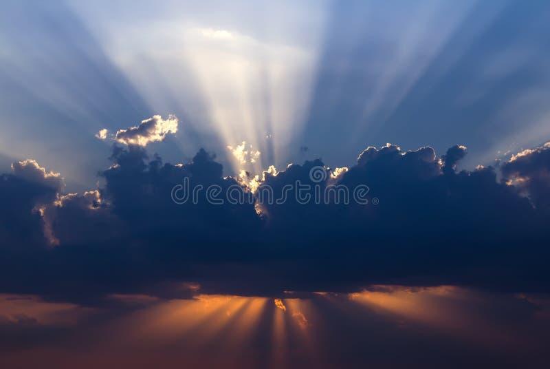 Dramatisk solnedgång arkivfoto