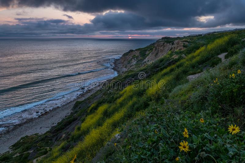 Dramatisk solnedgång på havslingareserven arkivfoton