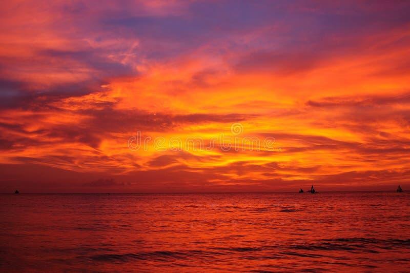 Dramatisk solnedgång på Philippines arkivfoto