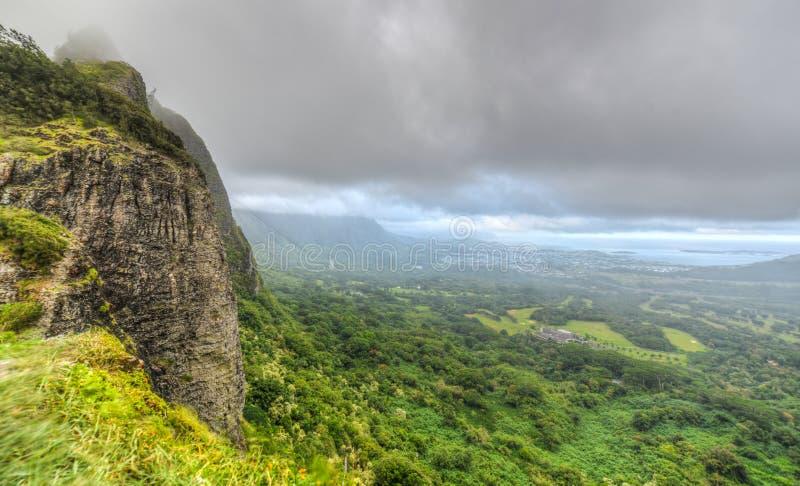 Dramatiskt landskap av Nuuanu Pali, Oahu, Hawaii royaltyfri fotografi