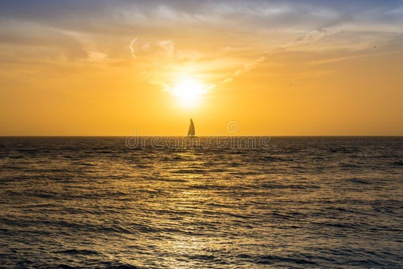 Dramatiskt vibrerande solnedgånglandskap i Key West, Florida arkivbilder