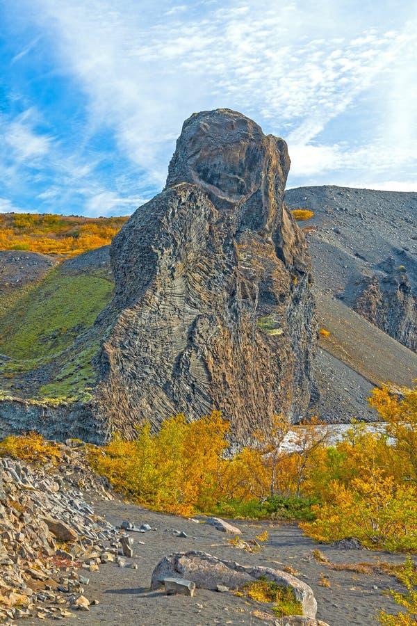 Dramatiskt vulkaniskt vaggar under nedgångfärgerna fotografering för bildbyråer