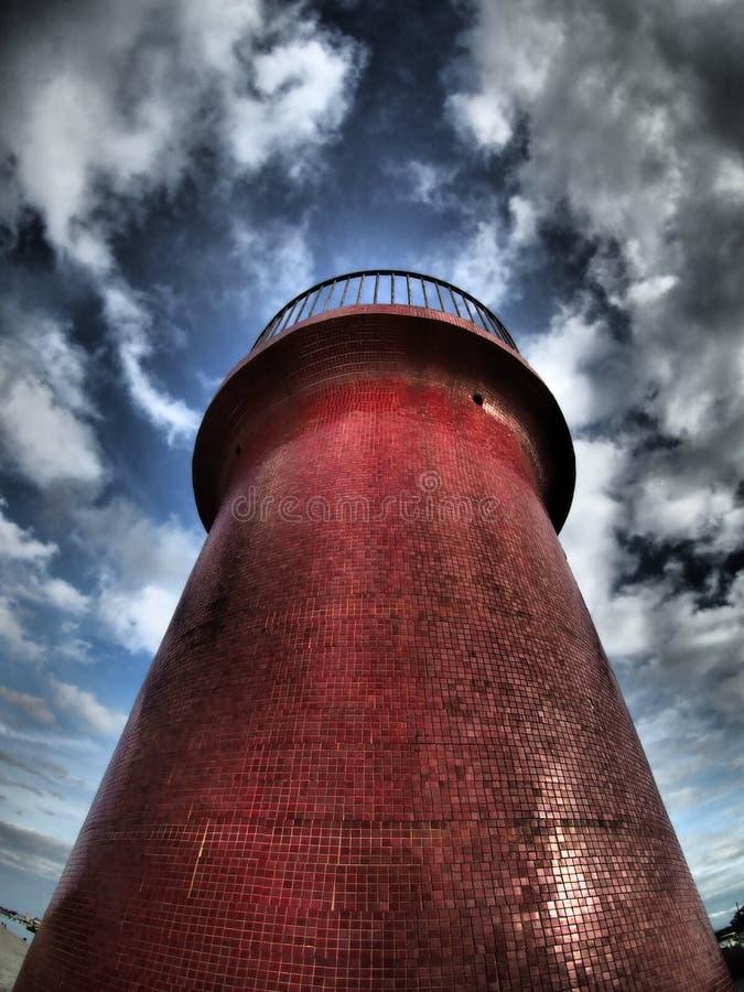 Dramatyczna latarnia morska przy zmierzchem fotografia stock