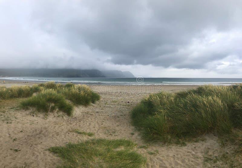 Dramatyczna sceneria na plaży, Achill wyspa, Irlandia zdjęcie stock