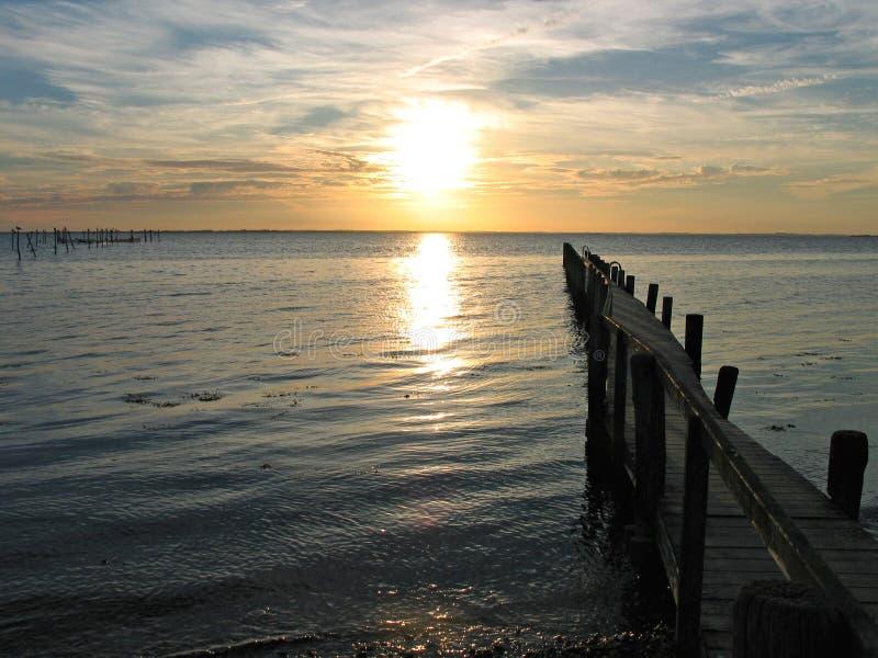 dramatyczne pier sunset drewna zdjęcia royalty free