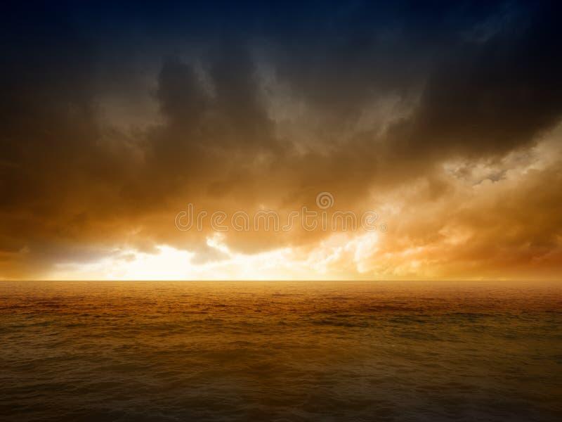 Dramatyczny apokaliptyczny tło zdjęcie royalty free