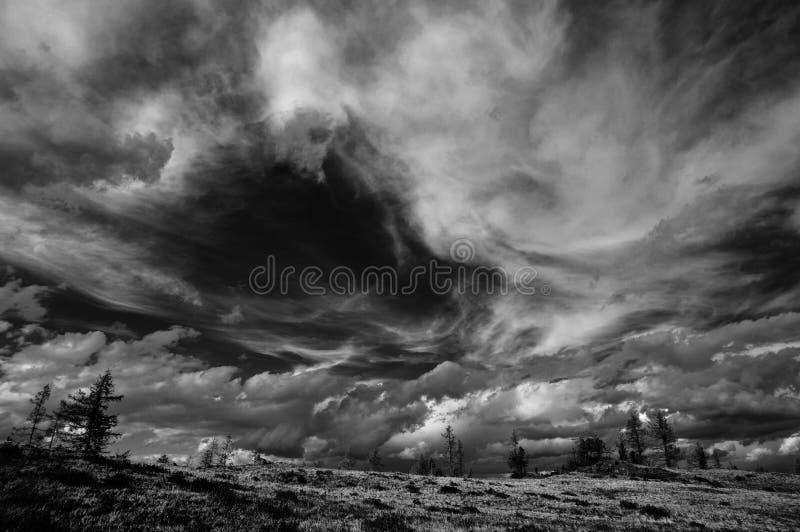 Dramatyczny czarno biały niebo obrazy royalty free