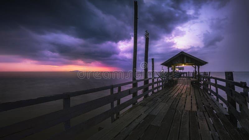 Dramatyczny deszczowy zachód słońca w pontyjskiej celi zdjęcie stock