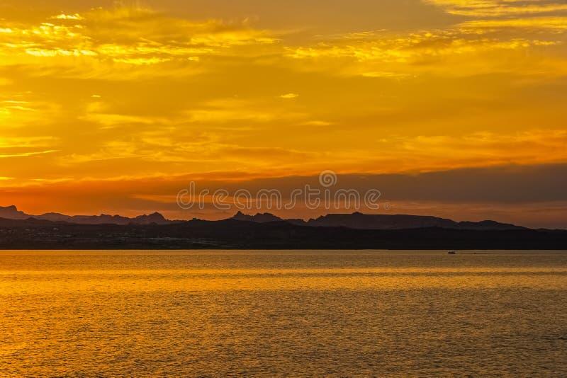 Dramatyczny i kolorowy krajobraz Jeziorny dwójniak obrazy royalty free