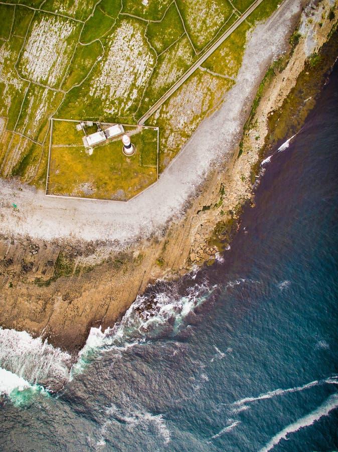 Dramatyczny nabrzeżny widok w aran wyspach, Irlandia obrazy royalty free