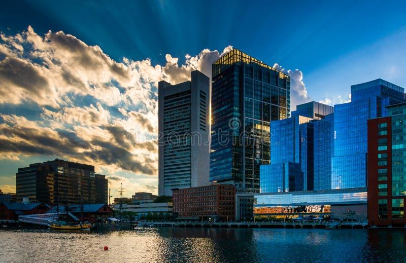 Dramatyczny niebo nad budynkami i fortu punktu kanałem w Boston, Ma zdjęcia royalty free