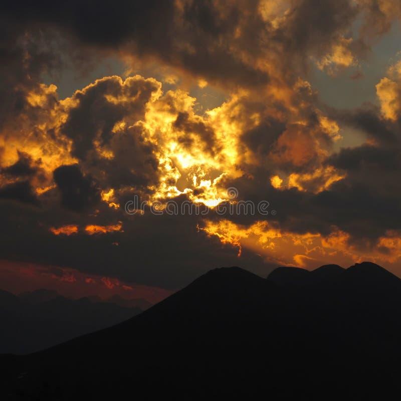 Dramatyczny niebo w Alps obraz stock