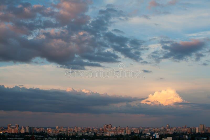 Dramatyczny Popołudniowy Cloudscape zdjęcie stock