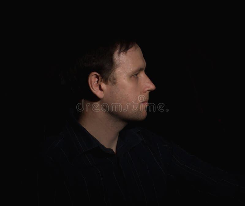 Dramatyczny portret mężczyzna w niskim kluczu obrazy royalty free