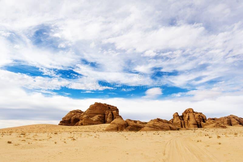 Dramatyczny szeroki kąta strzał jałowy pustynia krajobraz w wadiego rumu zdjęcia royalty free