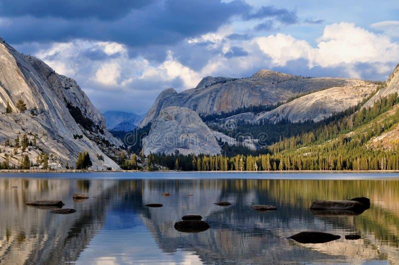 Dramatyczny widok Tenaya jezioro, Yosemite park narodowy obraz royalty free