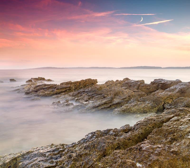 Dramatyczny wschód słońca nad morzem obrazy stock