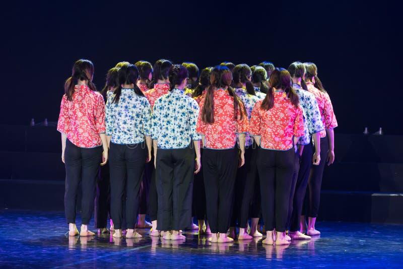 Drame collectif de danse de la force centripète 3-Lilac photos stock