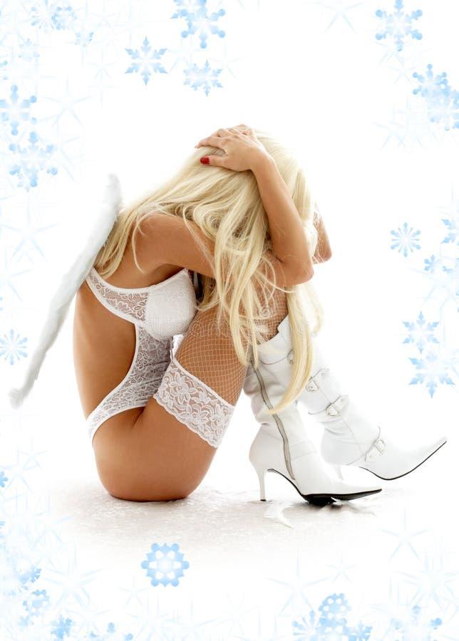 Download Dramma Di Angelo Con I Fiocchi Di Neve Immagine Stock - Immagine di depressione, disastro: 3879187