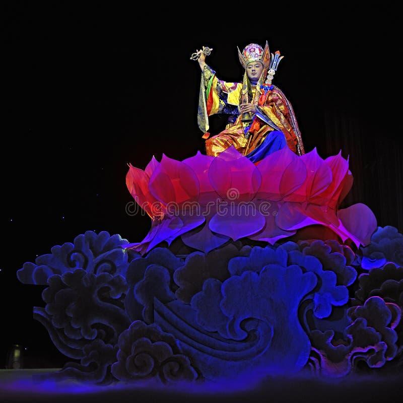 Dramma etnico tibetano di ballo   fotografie stock