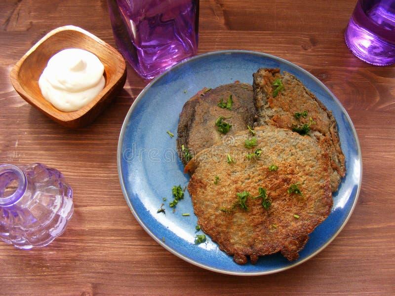Draniki - potatisstruvor Vegetarisk sund maträtt Naitonalmaträtten av Vitryssland royaltyfri bild