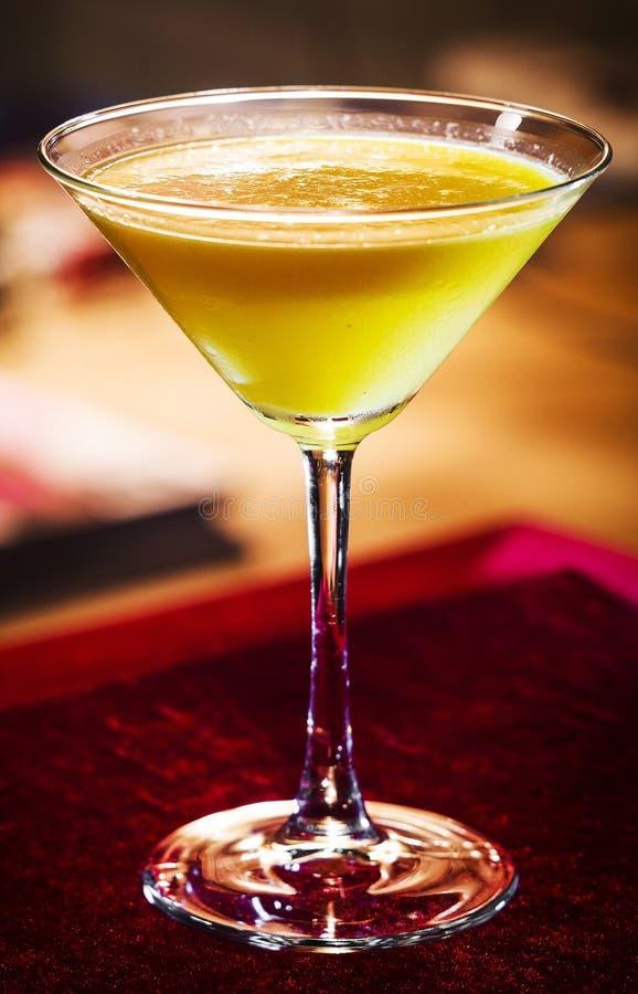 Drank van de de room de martini gemengde cocktail van de Limoncellocitroen in glas royalty-vrije stock afbeeldingen