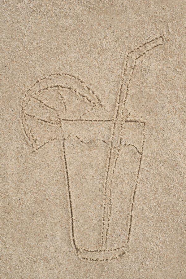 Dranktekening in zand stock foto's