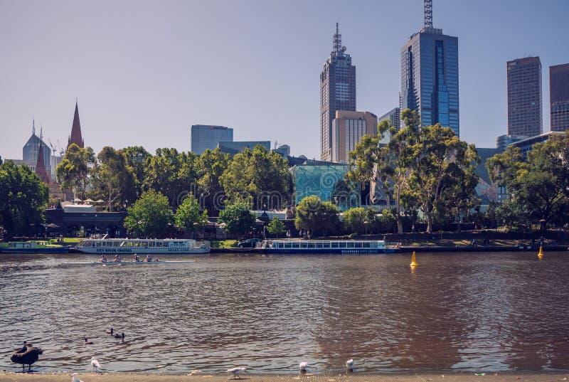 Drapacz chmur Melbourne CBD poza Yarra rzeka 4PM, 25 Luty, 2017 obrazy royalty free