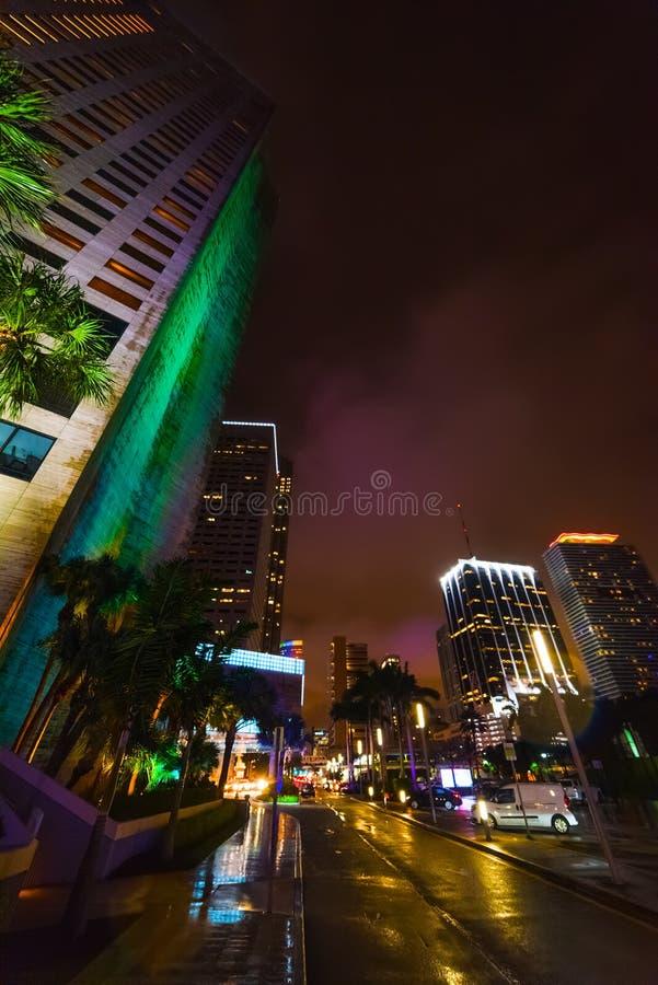 Drapacz chmur w bayfront parku nocą obrazy royalty free