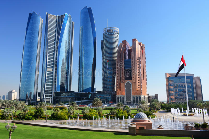 Drapacze chmur Abu-Dhabi obrazy royalty free