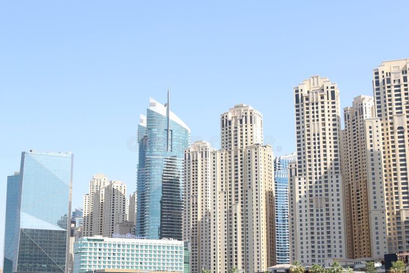 Drapacze chmur na linii brzegowej Perska zatoka blisko Dubaj Marina Trzymać na dystans Listopad 23, 2017 Dubaj, UAE 2009 amerykań zdjęcia royalty free