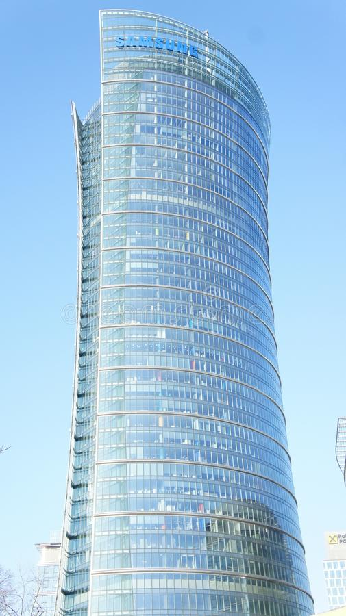 Download Drapacze Chmur W Centrum Miasta Warszawa Obraz Editorial - Obraz złożonej z cityscape, neon: 106907820