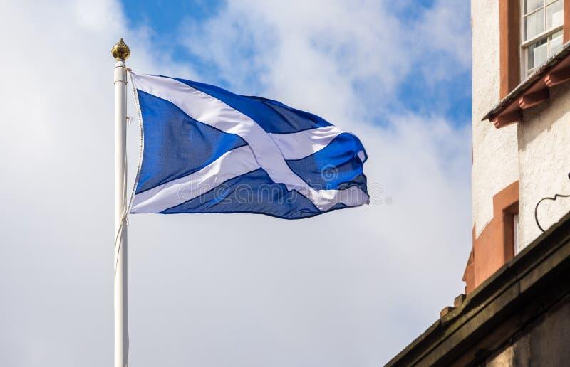 Drapeau écossais de ondulation images stock