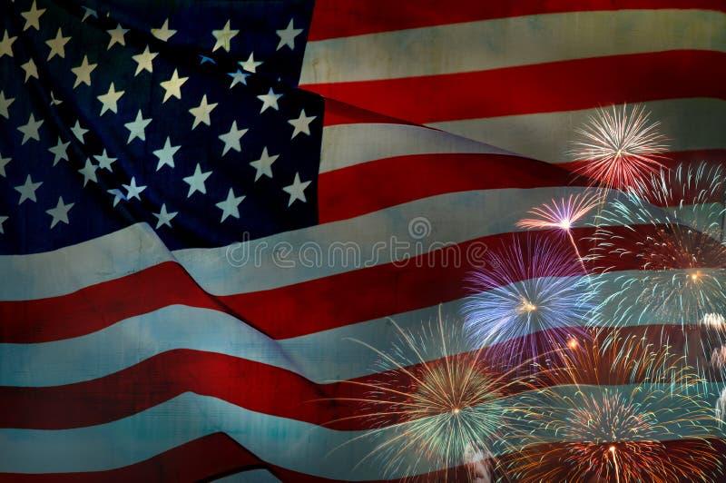 Drapeau abstrait des Etats-Unis ondulant avec des feux d'artifice, drapeau américain photos stock