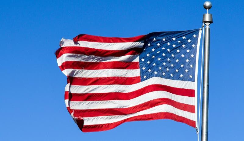 Drapeau américain en vent violent photo stock