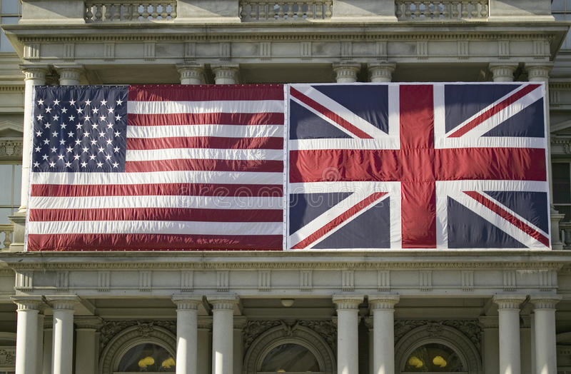 Drapeau américain monté à plat à côté de l'union Jack British Flag images libres de droits