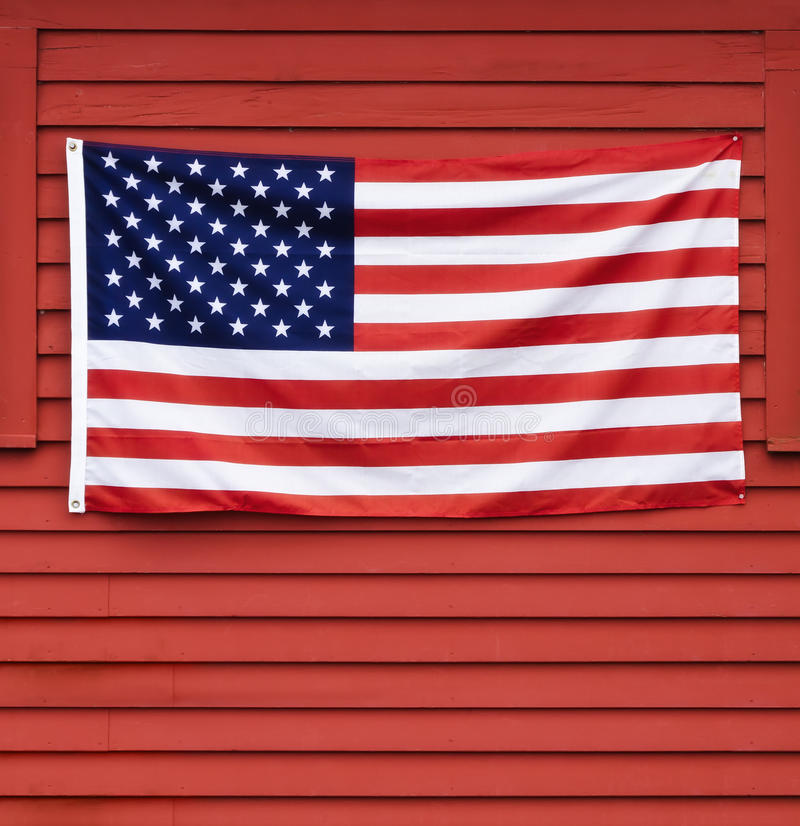 Drapeau américain sur le mur image stock