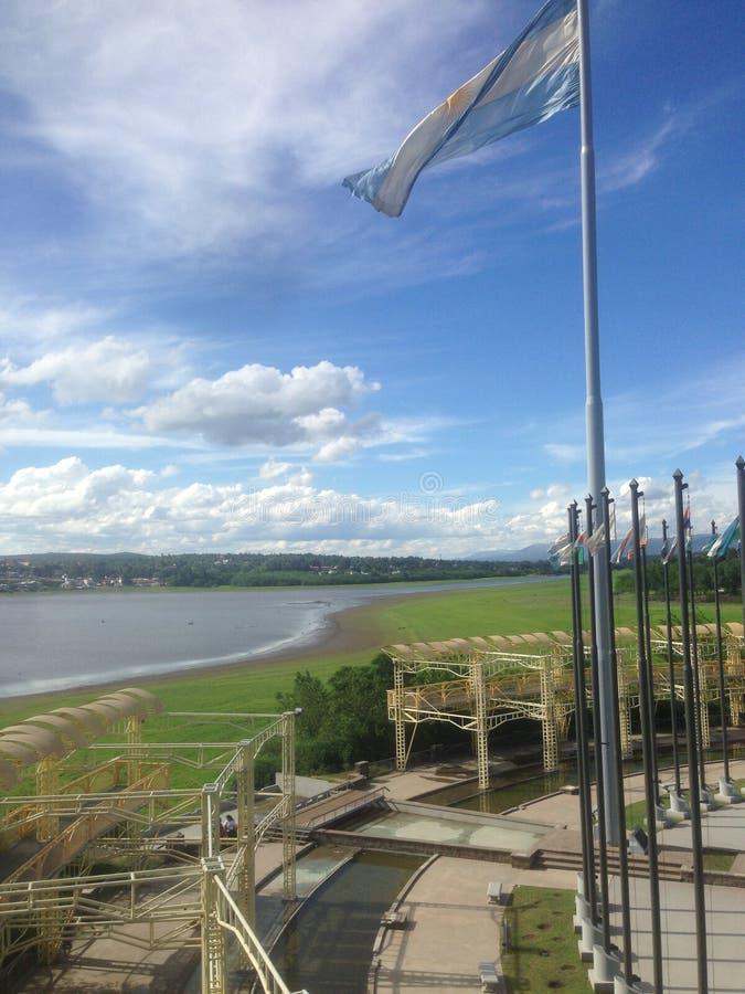Drapeau argentin au lac San Roque en San Roque, rdoba de ³ de CÃ, Argentine image stock