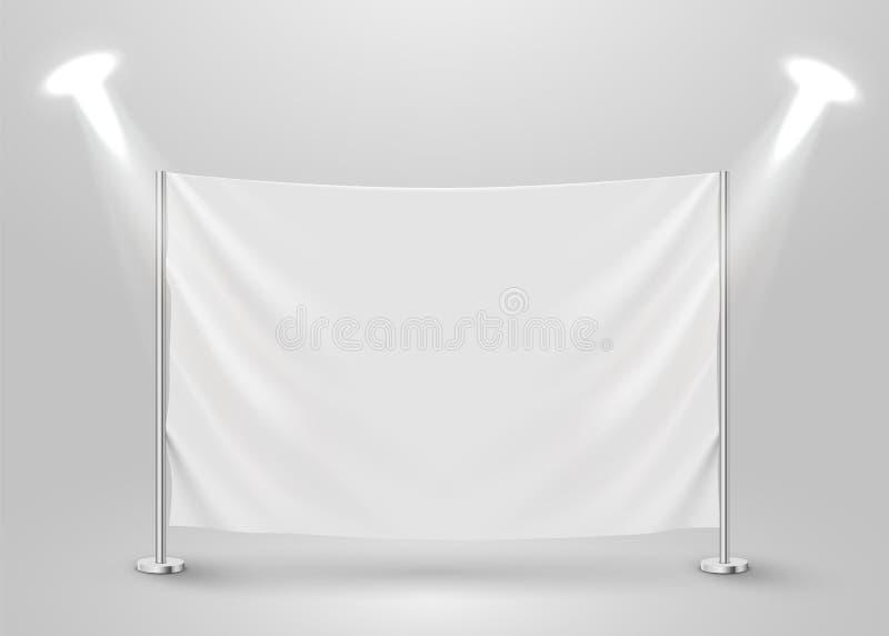 Drapeau blanc vide accrochant Présentation ou scène de photo avec le projecteur illustration libre de droits
