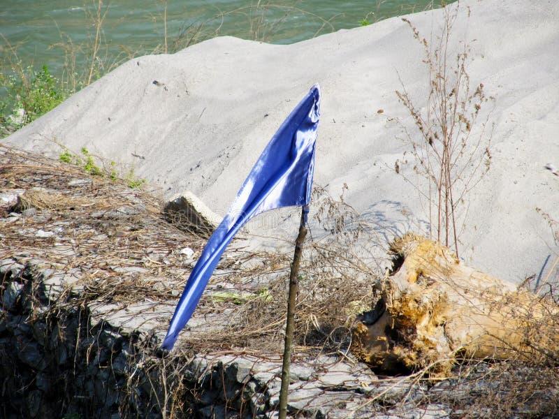 Download Drapeau bleu image stock. Image du idyllique, plage, nature - 87708729