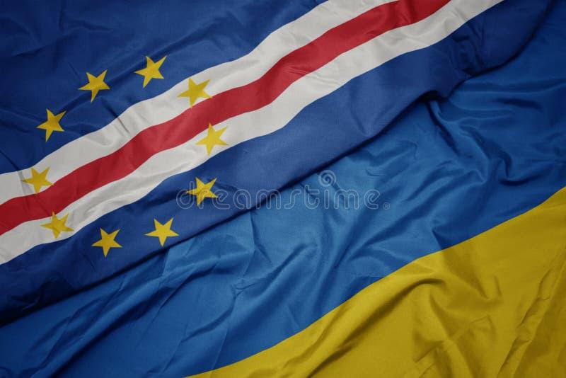 drapeau coloré de l' ukraine et drapeau national du cap verde photographie stock