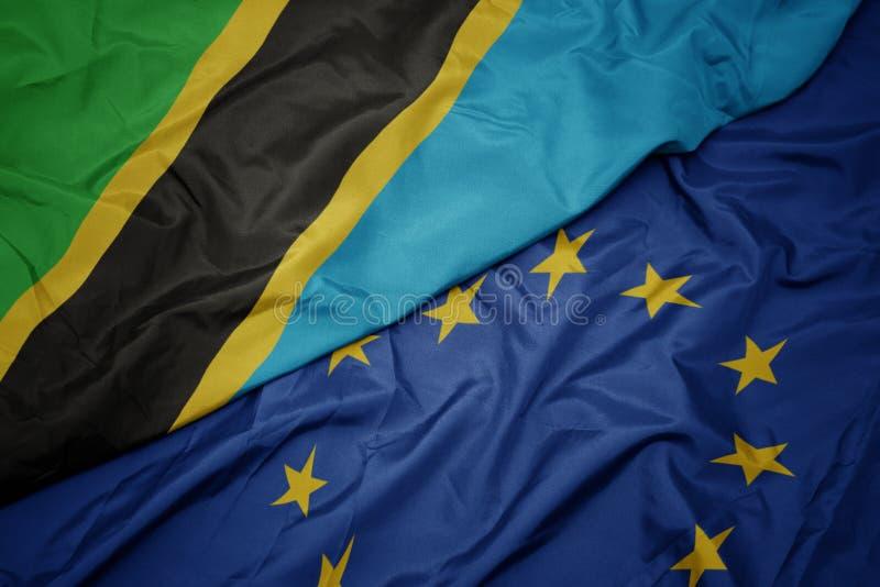 drapeau coloré de ondulation d'Union européenne et drapeau de la Tanzanie image stock
