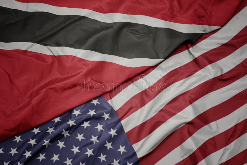drapeau coloré de ondulation des Etats-Unis d'Amérique et drapeau national des Trinité-et-Tabago images libres de droits