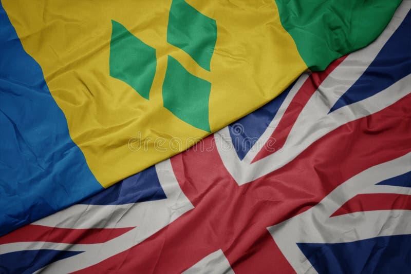 drapeau coloré de ondulation de la Grande-Bretagne et drapeau national du Saint-Vincent-et-les Grenadines photo stock