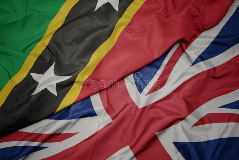 drapeau coloré de ondulation de la Grande-Bretagne et drapeau national de saint kitts et Niévès photos libres de droits