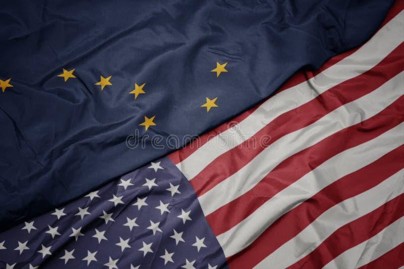 drapeau coloré des états-unis d' amérique et drapeau de l' état de l' alaska image stock